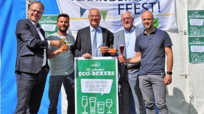 Sint-Pieters-Leeuw serveert drank voor het eerst in eco-bekers op viering Vlaamse Feestdag