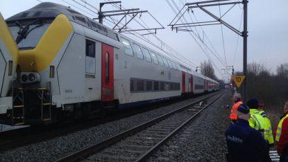 Duizend passagiers al drie uur vast op defecte trein, evacuatie verloopt moeizaam