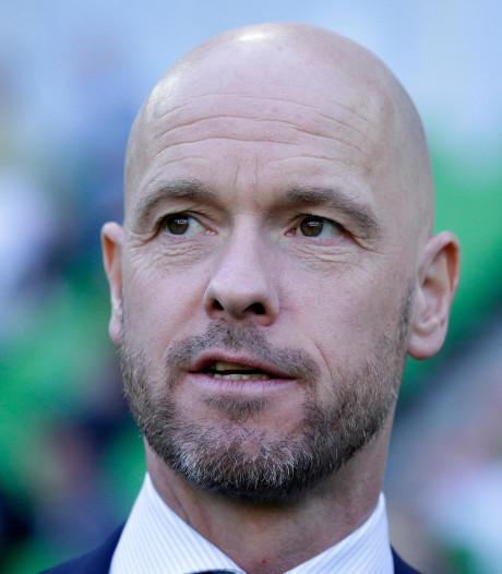 Ten Hag knuffelt Huntelaar: 'Maar op het einde gaat hij even te ver'
