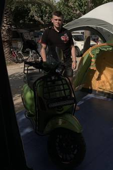 Tent van Dordtse scooterreiziger Michon leeggeroofd