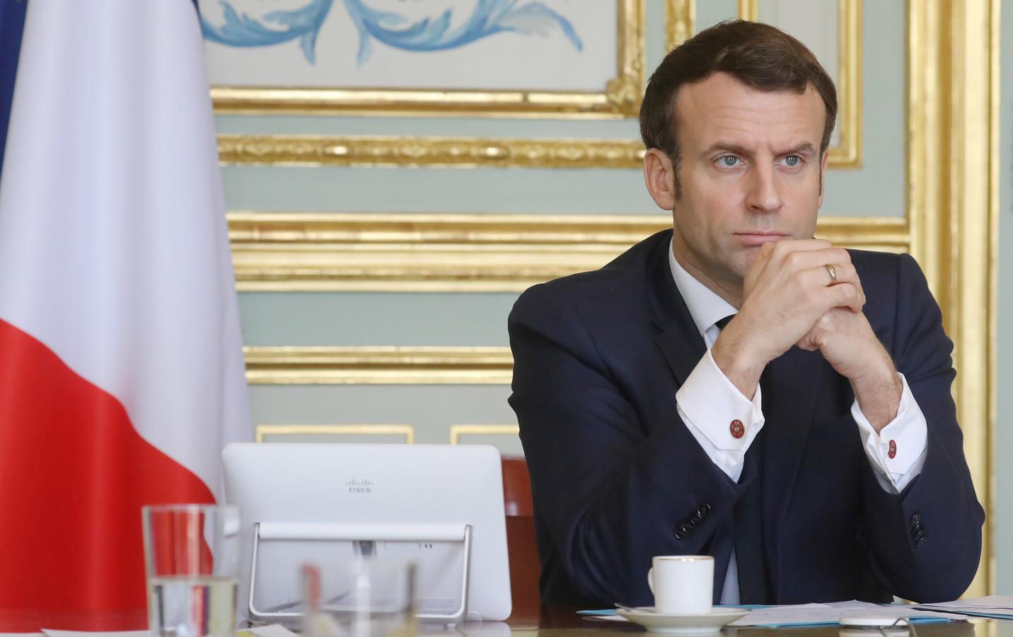 President Emmanuel Macron dreigde, zo nu blijkt, premier Boris Johnson vrijdag met sluiting van de gemeenschappelijke grenzen als hij in Groot-Brittannië geen strengere maatregelen zou nemen.