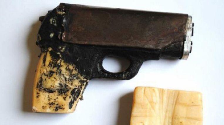 Het pistool waarmee John Dillinger ontsnapte.