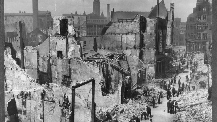 Niet meer te zien op de website van het Stadsarchief Rotterdam: opname van de Korte Hoogstraat, na het Duitse bombardement van 1940. De fotograaf is onbekend. Beeld Stadsarchief Rotterdam