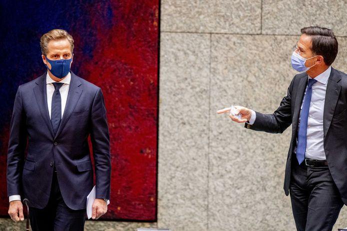 Hugo de Jonge, minister van Volksgezondheid, Welzijn en Sport, en premier Mark Rutte tijdens het debat over de ontwikkelingen rondom het coronavirus afgelopen week.