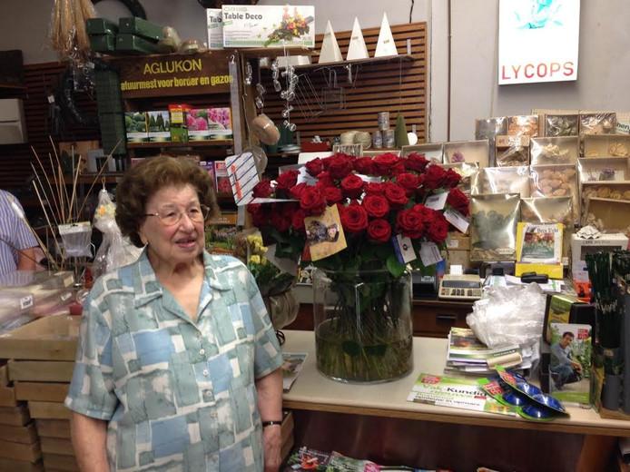 Mevrouw Lycops in haar winkel