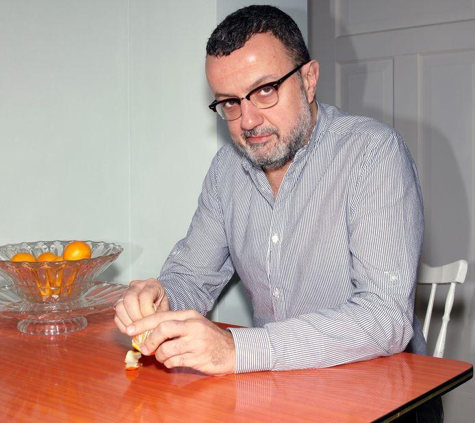 Artistiek directeur van Toneelgroep Oostpool: Marcus Azzini keert niet meer terug.
