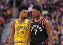 Toronto Raptors-pointguard Kyle Lowry (rechts) ruziet met Golden State Warriors-guard Quinn Cook.