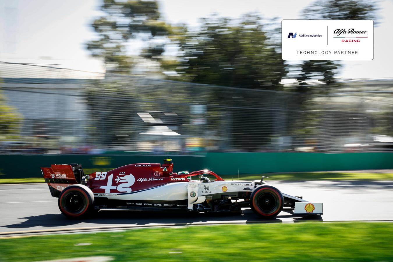 Een racewagen van Alfa Romeo met onderdelen geprint door een Eindhovense 3D metaalprinter van Additive Industries.
