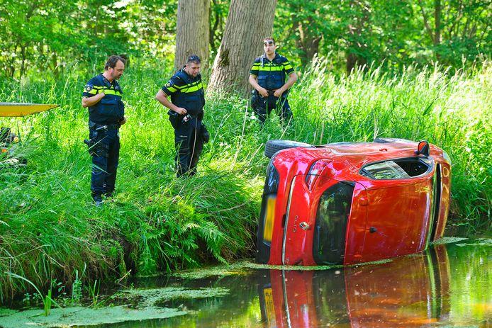 De auto belandde in de Keersop.