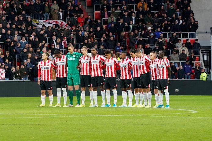 Players of PSV during one minute of silence for Mohamed Ihattaren of PSV during PSV - VVV-Venlo NETHERLANDS, BELGIUM, LUXEMBURG ONLY COPYRIGHT BSR/SOCCRATES