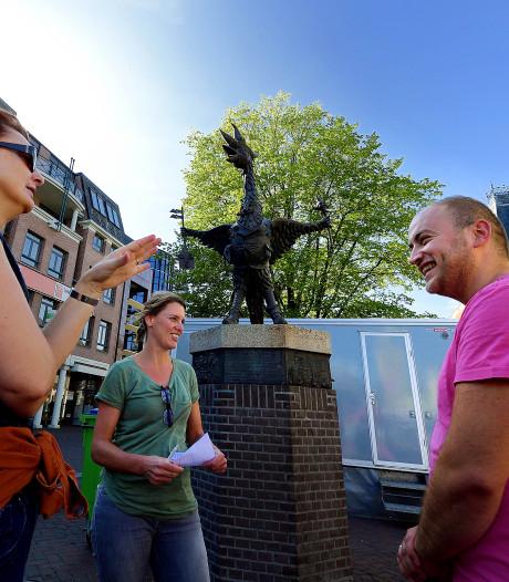 Statushouders en werkgevers samen aan de wandel in Roosendaal: 'Zo heb je veel eerder een klik met elkaar'