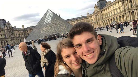 """Vorige week ging het koppel nog op citytrip naar Parijs. Overmorgen wordt Eveline 19. """"Dat reisje was mijn vervroegde verjaardagscadeau."""""""