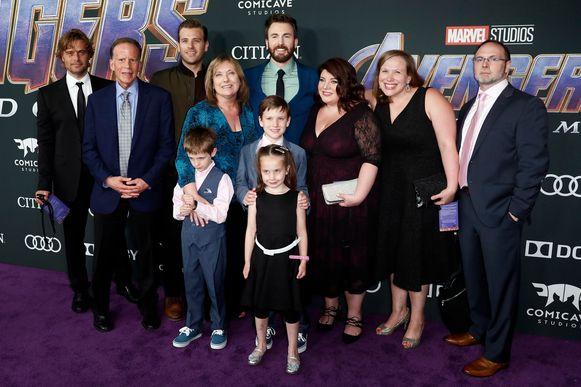 Captain America-acteur Chris Evans en zijn gezelschap voor de avond.