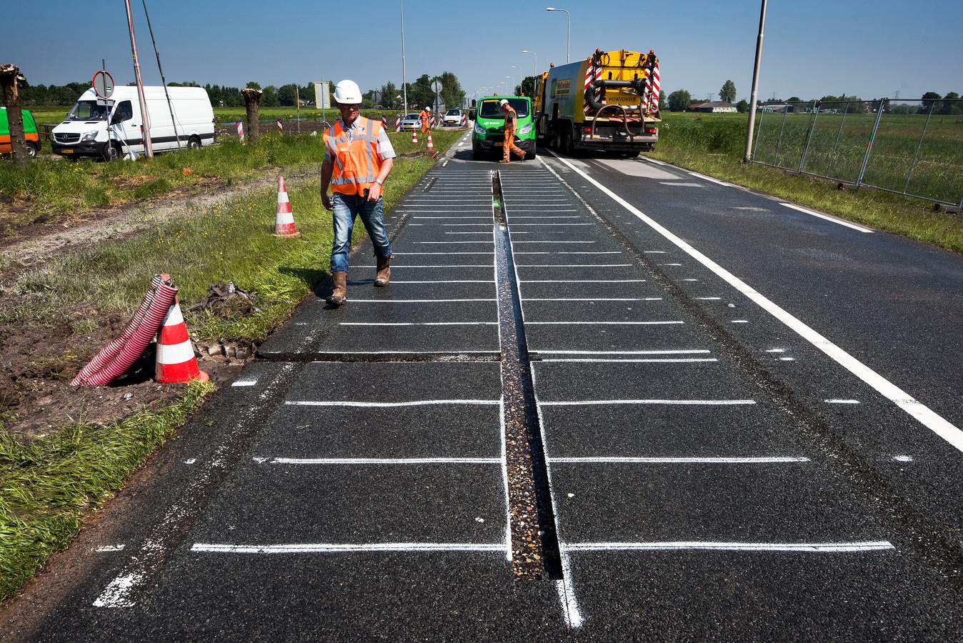 De voorbereidingen voor de aanleg van een vak met zonnepanelen op de N401 begonnen een jaar geleden.