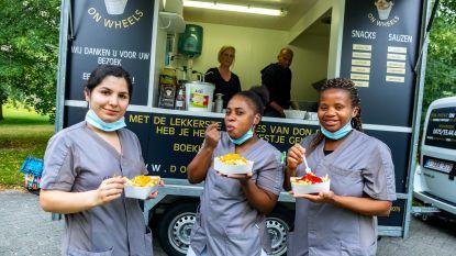 Dokwerker (50) bakt gratis frieten om zorgpersoneel te bedanken