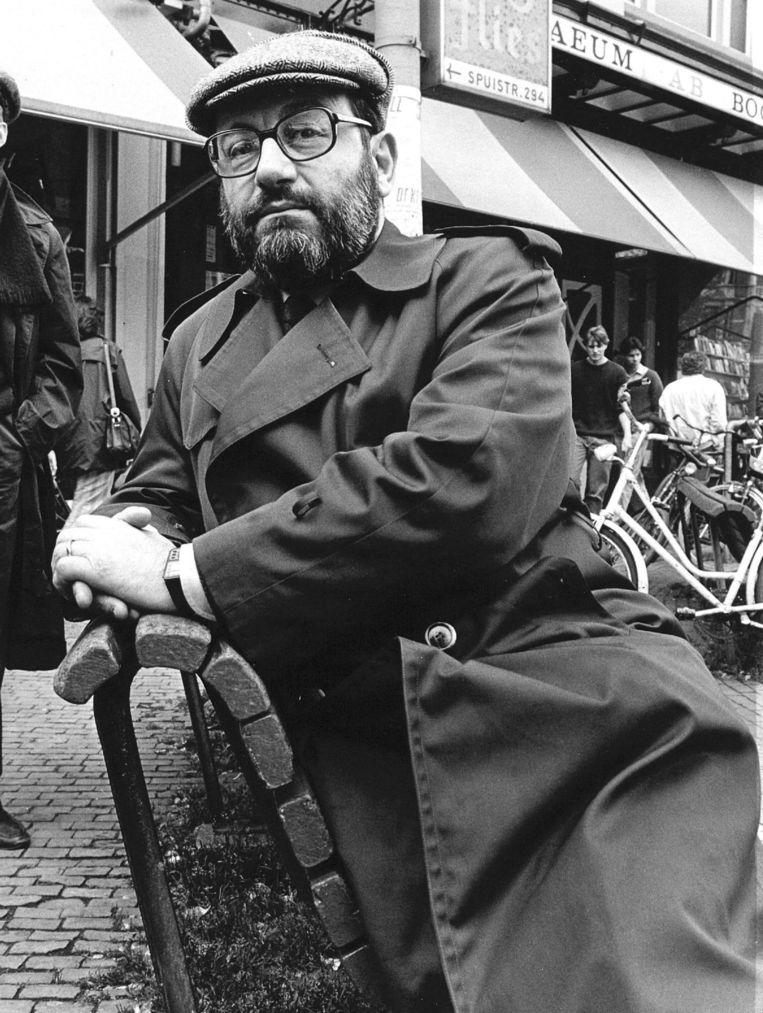 Umberto Eco in Amsterdam in 1984, toen hij de Nederlandse uitgave van De Naam van de Roos kwam signeren. Beeld anp