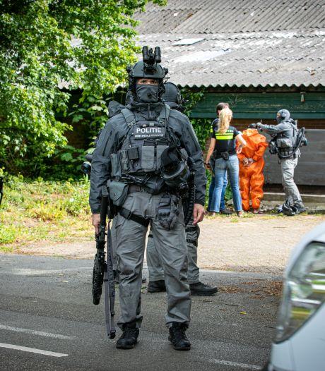Arrestatieteam valt boerderij Drempt binnen en treft drugslab aan: drie arrestaties