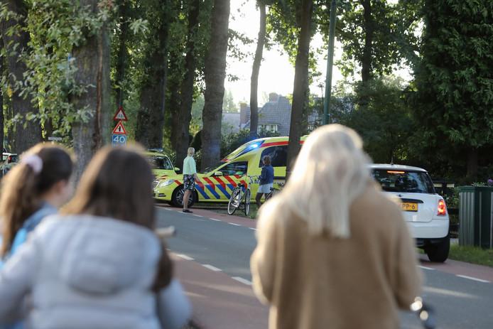 De Dorpsweg in Maartensdijk na het ongeval.
