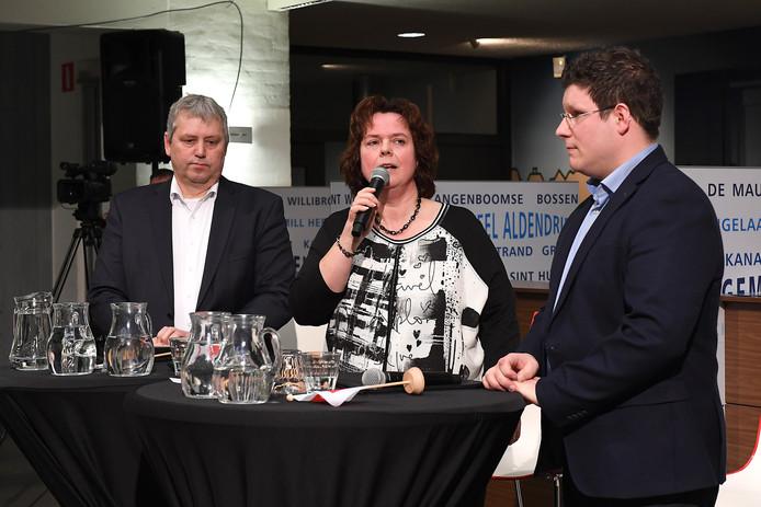 Het verkiezingsdebat van De Gelderlander in Mill, enkele dagen voor de raadsverkiezingen van 21 maart. Met vanaf links Jos van den Boogaart (AB'90), Anne Derks (VKP) en Mark Janssen (CDA).