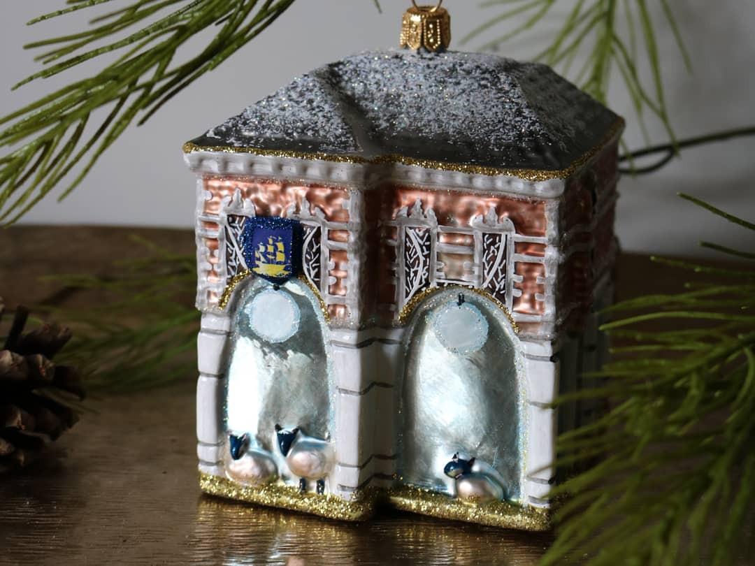 Het kerstornament van de Bernard van Kreelpoort in Veenendaal.