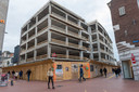 De voormalige V&D aan de Rechtestraat in Eindhoven wordt verbouwd tot twee winkels en kantoren. Ook komt er waarschijnlijk een woontoren naast te staat. FOTO JEAN PIERRE REIJNEN/DCI MEDIA