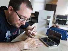 Een computer hacken? Biohackers Patrick (34) en Boomer (32) breken liever in hun eigen lichaam in