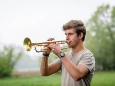 Trompettist Kaz (18) uit Hengelo maakt debuut op Filmfestival: 'Ik kom er 10 seconden in voor!'