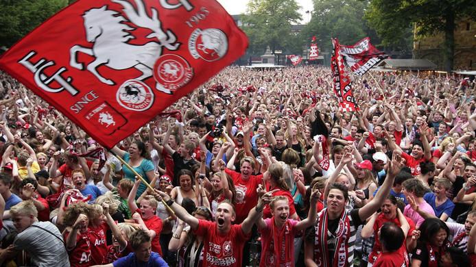 Jong Ajax vreesde voor een invasie van supporters van FC Twente. Daarom haalde de gemeente Amsterdam een streep door het kampioensduel.