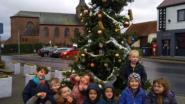 Verkiezingskandidaten maken belofte waar en plaatsen kerstboom op Heilig Hartplein