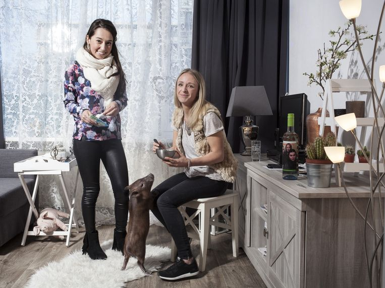 Maaike en Paola met Bacon Beeld Friso Keuris