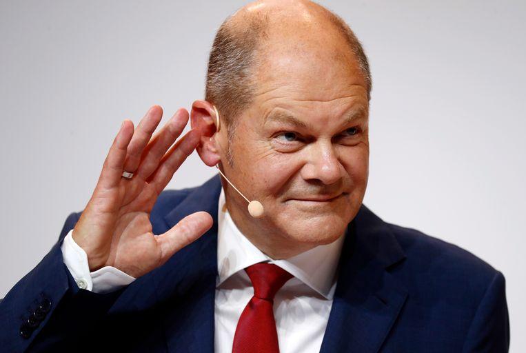 De Duitse minister van financiën Olaf Scholz tijdens een persconferentie in Berlijn maandag bij de aankondiging van zijn lijsttrekkerschap.  Beeld  EPA