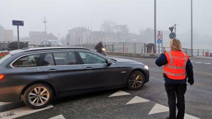 Geen verkeerschaos in centrum Halle maar wel ellendig lang aanschuiven in Essenbeek en Lembeek