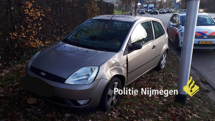 De personenauto die betrokken was bij de aanrijding met een fietser op het kruispunt van de O.C. Huismanstraat en de Neerbosscheweg in Nijmegen.