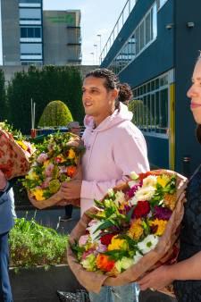 Eenzame ouderen opgefleurd door bloemen van Ali B. en minister Schouten: 'Deze mensen willen contact'