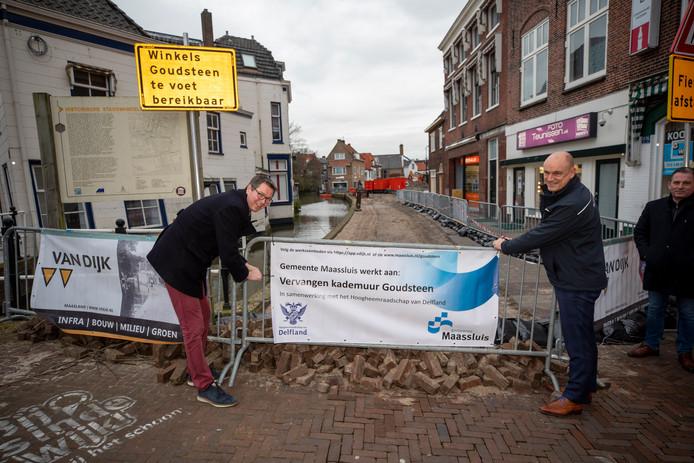 Fred Voskamp (links) en Peter Ouwendijk verrichten de starthandeling.