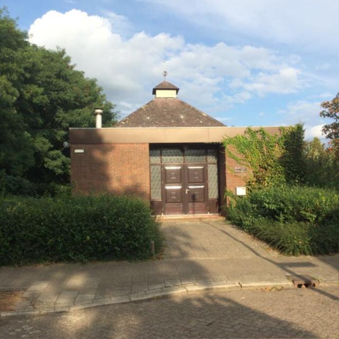 Het voormalige kerkje aan de Marnixstraat 1 maakt plaats voor appartementen, maar de buurt is ongerust.