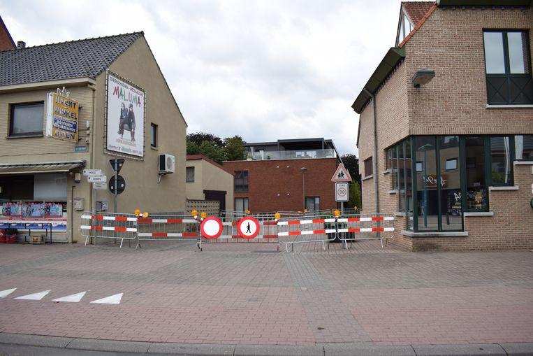 De woning op de hoek van de Hoogstraat en de Beunisstraat vertoont scheurvorming in de gevel, met instortingsgevaar als gevolg.