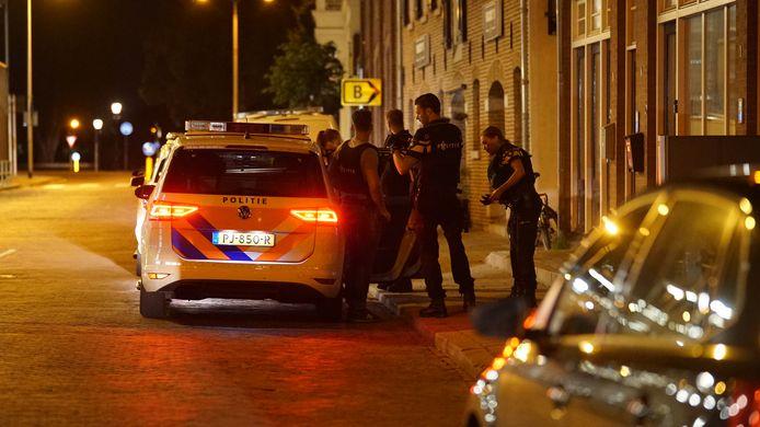 De politie heeft woensdagavond op een bomvolle Brink een man aangehouden.
