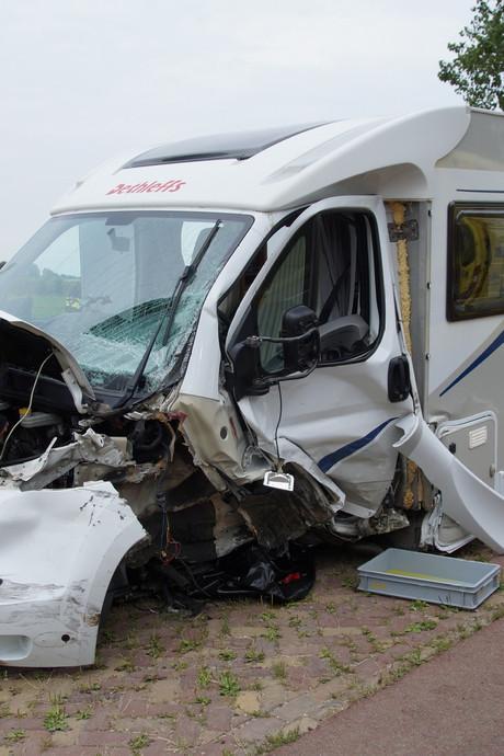 Ongeduldige automobilisten Wijk en Aalburg wissen mogelijk sporen van crash: 'Dit is onbegrijpelijk'