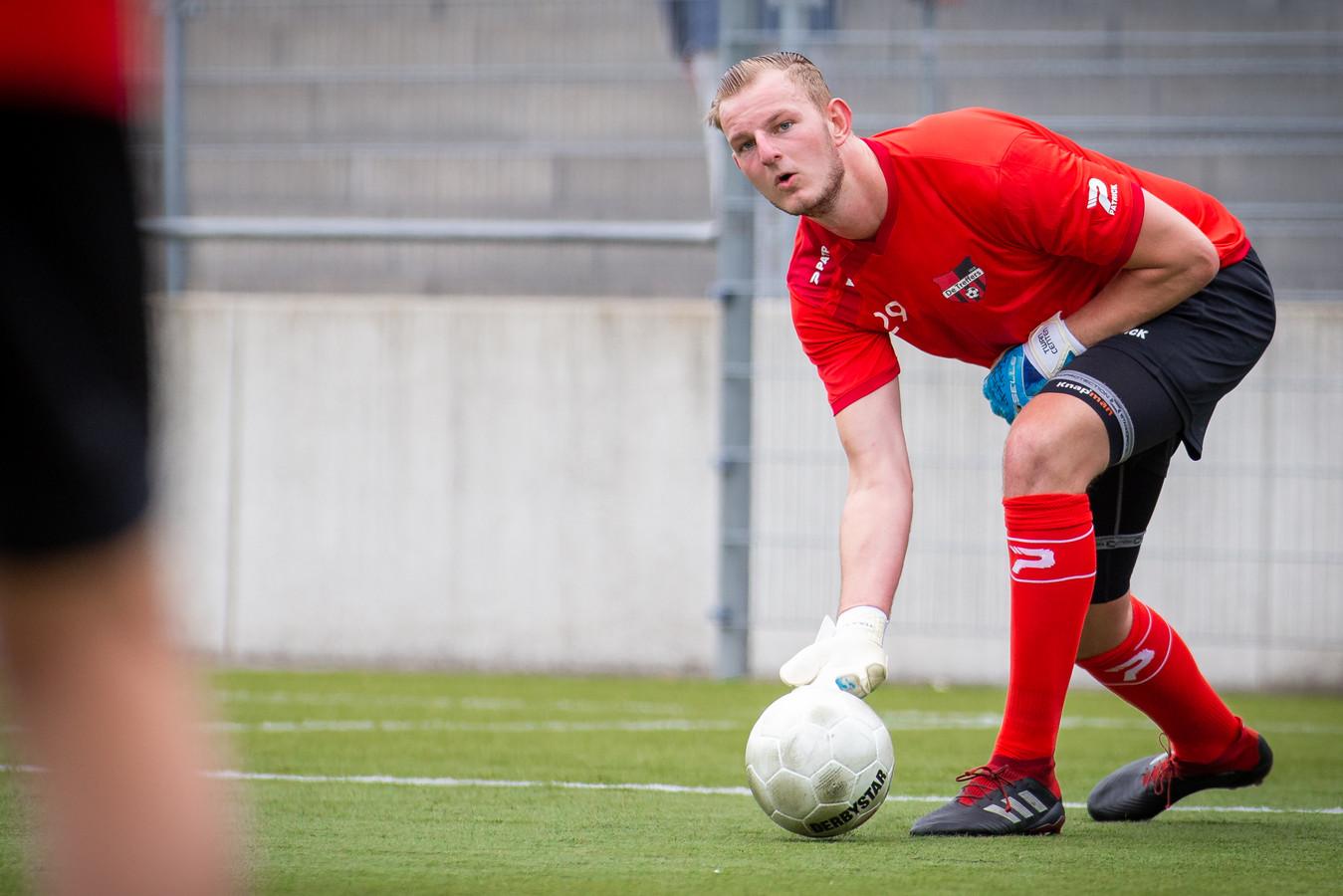 Keeper Dani Centen uit Beugen tijdens de eerste training bij zijn nieuwe club De Treffers.