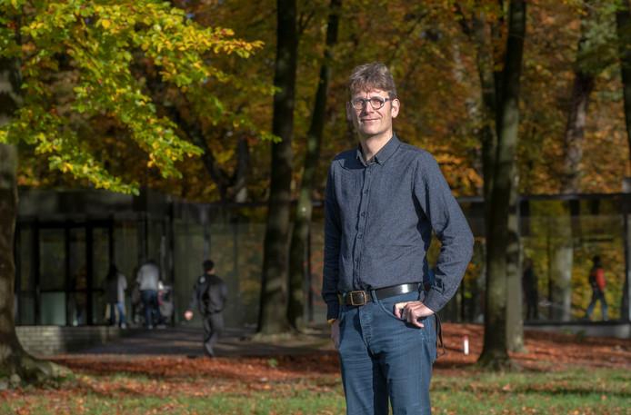 Herman Tibosch (hoofd educatie van het Kröller-Müller Museum) vertrekt na 15 jaar om directeur van Museum Jan Cunen in Oss te worden.