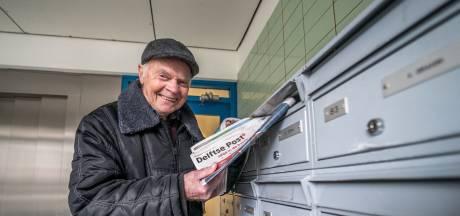 Krantenbezorger Arie (83) stopt nu écht: 'Op mijn hoogtepunt, net als een artiest'
