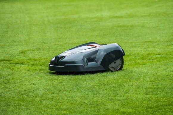 HLN weekend 16/4. Groen. robot grasmaaier.