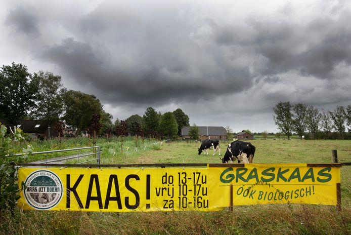 Het omstreden reclamespandoek van Huig van de Graaf in Doorn.