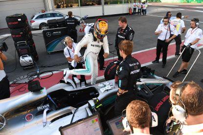 """Hamilton woest: """"Als Vettel wil tonen dat hij een man is, dan kan dat beter uit de auto, man tegen man"""""""