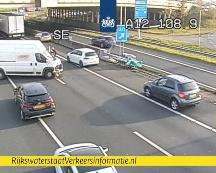 Een videostill van het ongeluk op de A12 bij Wageningen.