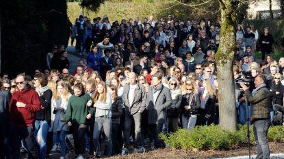 Stille mars naar plaats waar meisjes van 15 en 18 jaar het leven lieten na ongeval met brommobiel