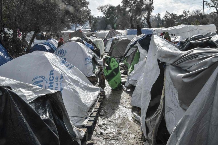 Beeld van een vluchtingenkamp op de Griekse eilanden.