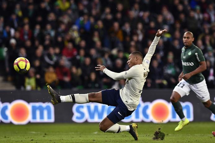 Kylian Mbappé schiet raak.