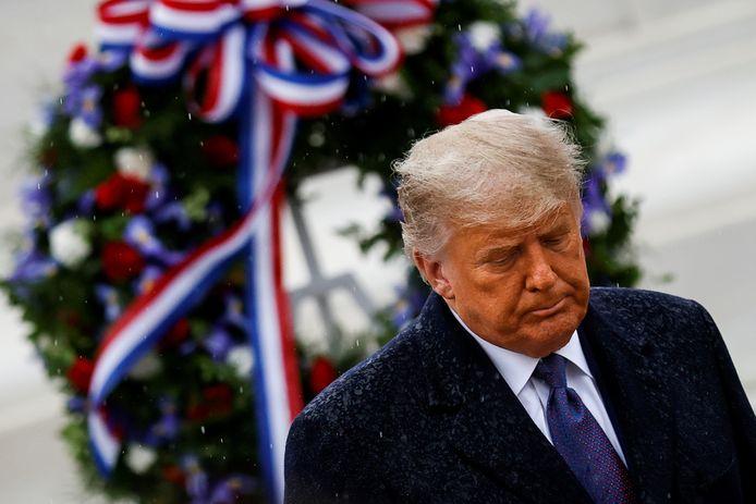 Trump legde een krans bij het graf van de onbekende soldaat.